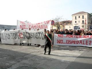 Fortorini in corteo per le strade di Benevento: 'Giù le mani dal distretto sanitario'