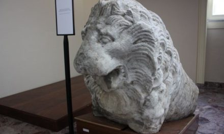 Leone in pietra